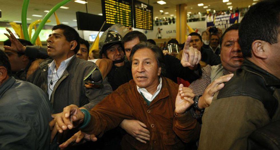 Alejandro Toledo fue resguardado por un gran contingente policial. (Luis Gonzales/Peru21)