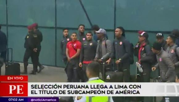 El saludo de los jugadores de la selección peruana a los hinchas. (Captura: América TV)
