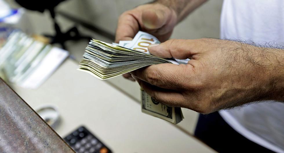 Dólar opera con tendencia a la baja por una menor aversión al riesgo y expectativas de estímulos en EE.UU.