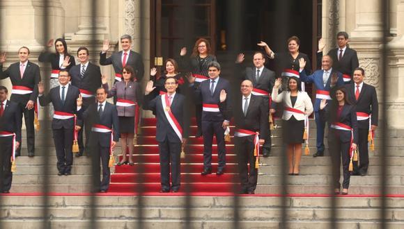 El nuevo gabinete ministerial junto al presidente Martin Vizcarra. (Foto: Alessandro Currarino / GEC)