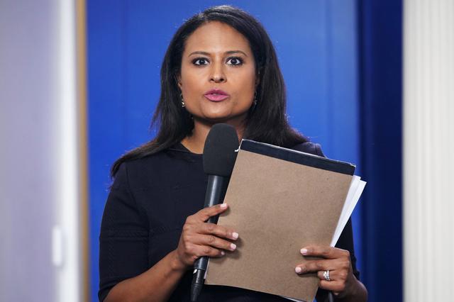 Kristen Welker, la periodista que debe imponer orden en el último debate presidencial en Estados Unidos. (MANDEL NGAN / AFP).