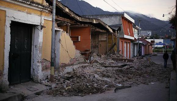 Sismo ocurrido hace cuatro días dejó la ciudad destruída. (Reuters)