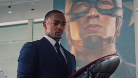 """Tras lo ocurrido en """"Avengers: Endgame"""", Falcon (Anthony Mackie) se quedó con el escudo de Captain America (Evans). (Foto: Disney Plus)"""