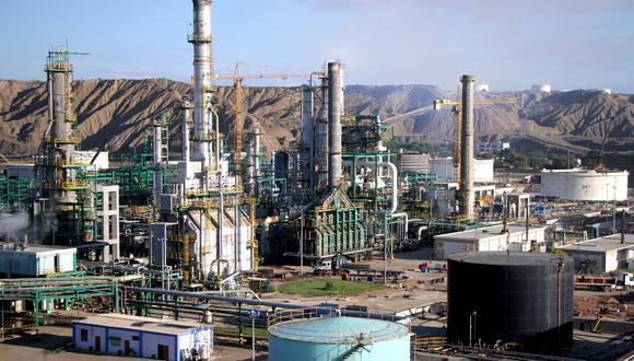 """""""El Estado gasta unos 6,000 mllns. (incluyendo intereses) de dólares en construir una refinería cuyo precio de venta sería, en el mejor de los casos, 1,600 mllns. En el camino, el país pierde 4,400 millones""""."""
