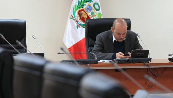 Vergüenza ajena. Al estilo del mandatario, Tejada comunica sus decisiones a través del Twitter. (Martín Pauca)