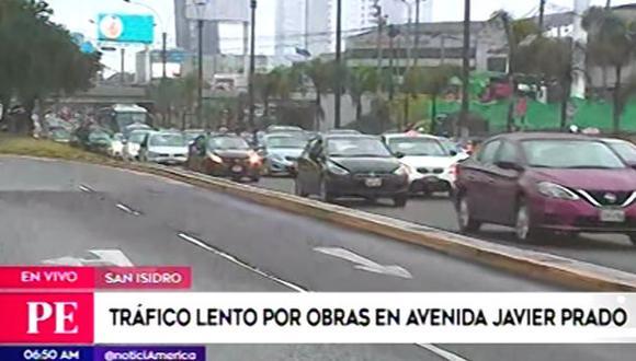 Se registra fuerte tráfico en la avenida Javier Prado. (Foto: Captura/América Noticias)
