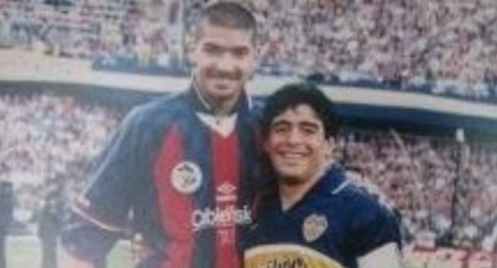 Sebastián Abreu tiene las camisetas de Maradona y Messi en su enorme colección. (Foto: Captura)