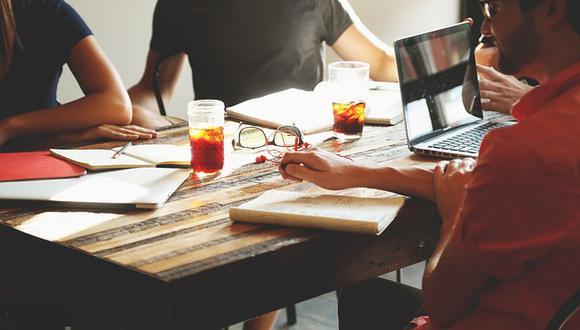 El 'crowdfunding' facilita el financiamiento colectivo de las startups, destacó el titular del MEF, Carlos Oliva. (Foto: Pixabay)<br>