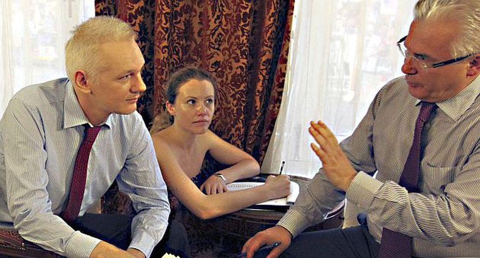 Assange coordina su estrategia con su abogado, el español Baltasar Garzón. (AP)