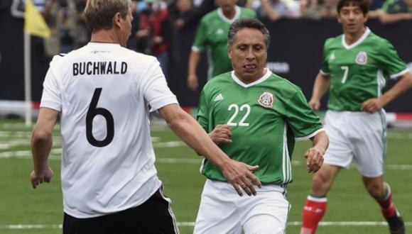 Mexicano Negrete, autor del mejor gol de la Copa Mundial, dio positivo por COVID-19. (Foto: EFE)