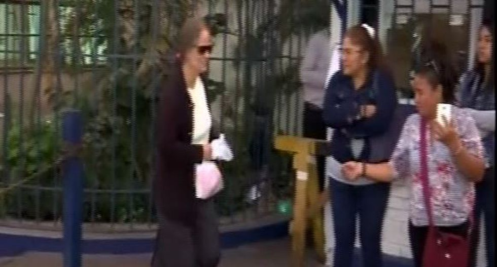 Hermana de Susana Villarán se acercó a la carceleta del PJ para visitar a exalcaldesa. (Captura)