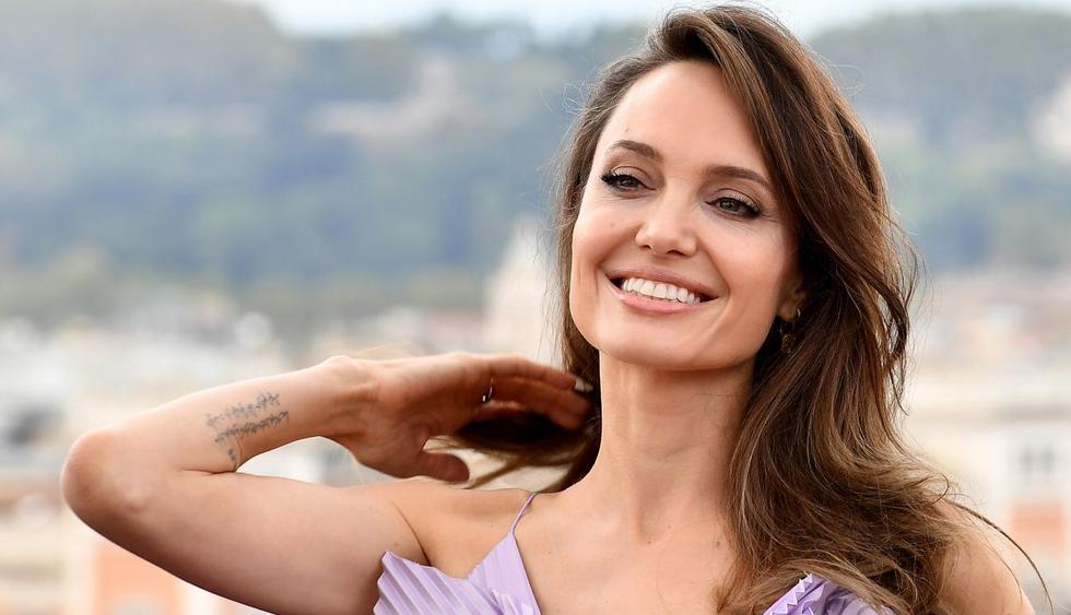 """US actress Angelina Jolie poses during a photocall for the European premiere of Disney's dark fantasy adventure film """"Maleficent : Mistress of Evil"""" on October 7, 2019 in Rome. (Photo by Tiziana FABI / AFP)"""