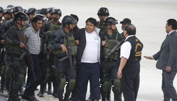 Los detenidos llegaron bajo fuertes medidas de seguidad. (Mario Zapata/Peru21)