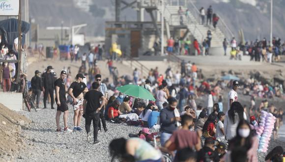 Mónica Delta: Playas cerradas