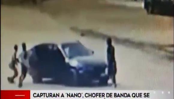 En las imágenes difundidas por América Noticias, se aprecia que las víctimas caminaban rumbo a sus casas cuando fueron abordados por los hampones.(América TV.)