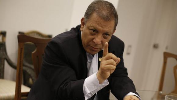 Señala que los conservadores del país piensan respaldar una suerte de cogobierno entre Kuczynski y Keiko Fujimori. (Atoq Ramón)