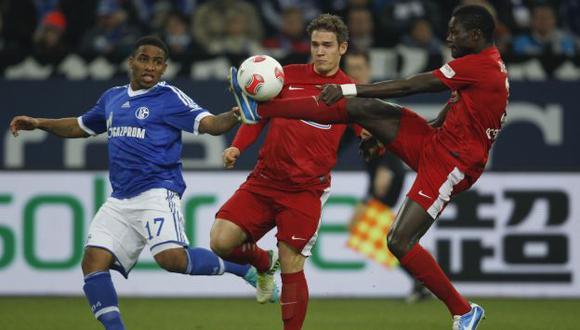 A LEVANTARSE. Farfán juega mañana por la Copa Alemana. (Reuters)