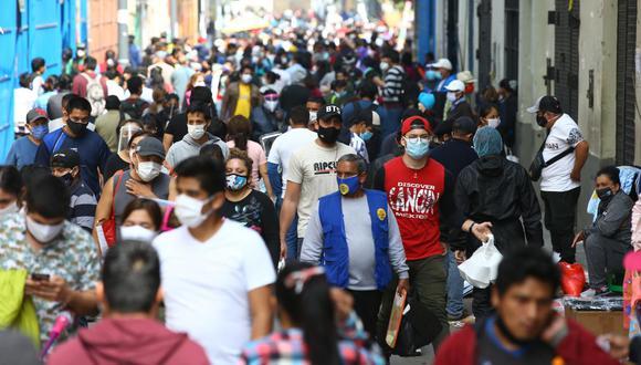 Las personas han incrementado sus salidas a la calle ante el levantamiento de las restricciones en el contexto de la pandemia del COVID-19. (Foto: GEC)