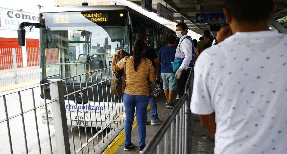 Metropolitano atiende a quienes necesitan trasladarse en la emergencia. (Allen Quintana GEC)