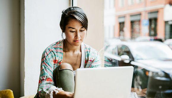 Existe una nueva modalidad para estudiar que puede permitirles acceder a los conocimientos sin necesidad de hacer mayores gastos: los cursos on line. (Getty)