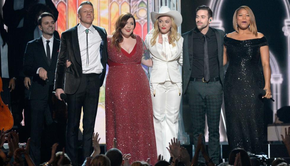 Madonna, acompañada de Macklemore, Mary Lambert, Ryan Lewis y Queen Latifah, musicalizaron una boda gay realizada durante la edición 56 de los premios Grammy. (AFP)