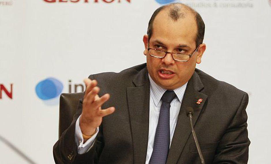 Luis Castilla es Ph.D en Economía, pero no diplomático. (Gestión)