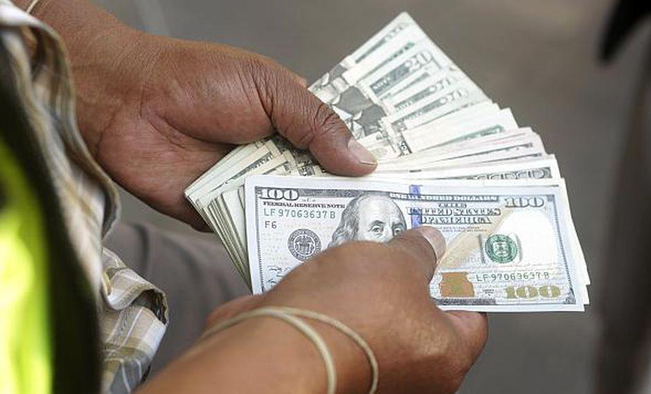 El dólar se vendía aS/3.360 en el mercado paralelo este jueves. (Foto: GEC)