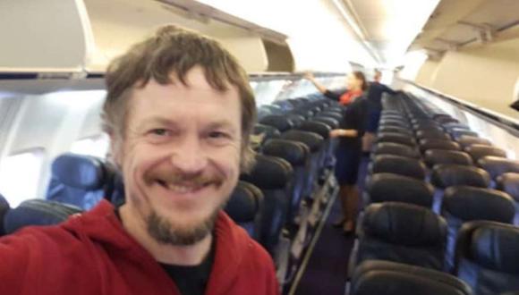 Skirmantas Strimaitis, al ser el único pasajero se tomó selfies en el avión (Foto: Instagram)