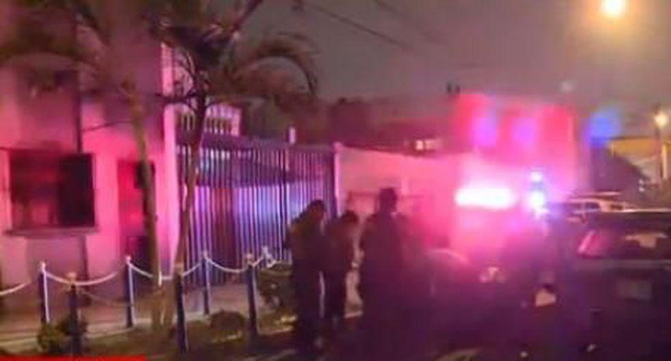 La madre y el hermano resultaron ilesos e informaron que los presuntos delincuentes estaban esperando a Vásquez Jaramillo en un auto negro para el atraco. (América Noticias)