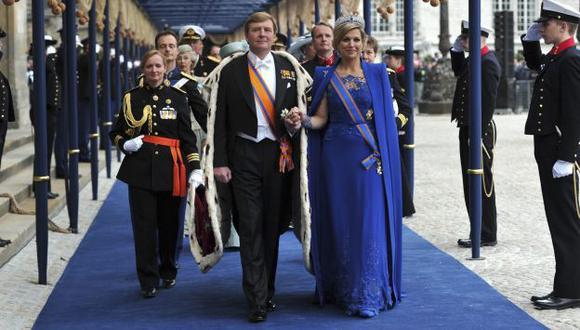 NUEVOS REYES. Guillermo-Alejandro y Máxima, la pareja más joven de las monarquías occidentales. (EFE)