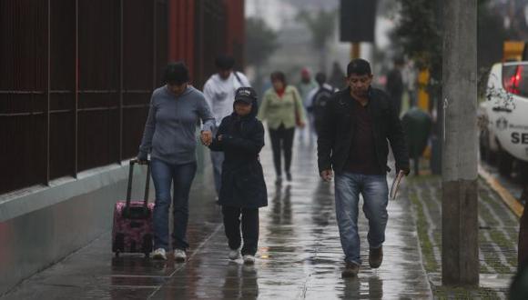 Llovizna inusual. Las precipitaciones que cayeron este viernes continuarán en la capital hasta mañana. (USI)