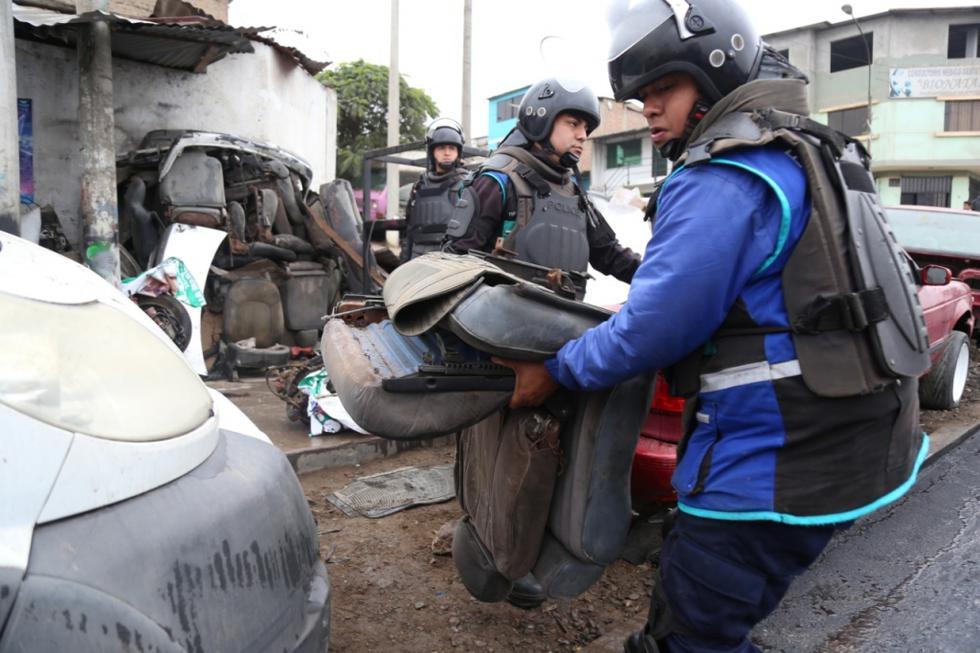 MML retiró automóviles, casas de madera abandonadas y chatarra que ocupaba de manera ilegal la avenida Pachacútec, en Villa María del Triunfo. (Foto: MML)