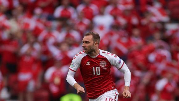 Lo más importante que ocurrió durante la Eurocopa 2020 jugada en 2021 es la supervivencia del futbolista danés Christian Eriksen luego de un paro cardiaco durante su primer partido del campeonato, recuerda el columnista. (Foto: AFP)