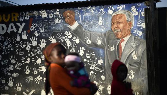 GRAVE. Mandela fue internado debido a una infección pulmonar. (Reuters)
