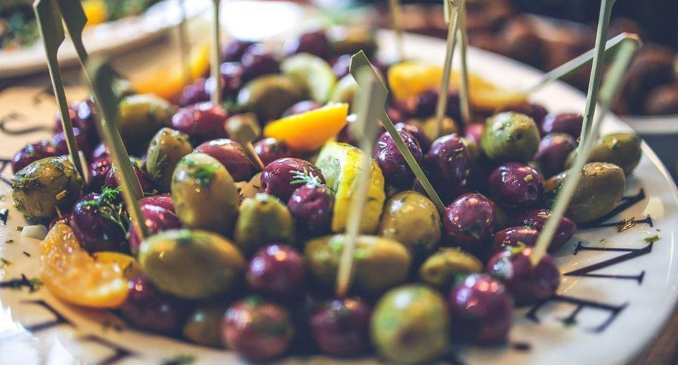 ¿Piqueos? Se sugiere que sean aceitunas, queso fresco, frutos secos, maní tostado o guacamole (sin mayonesa) con apio, zanahoria o papas al horno. (Foto: Pixabay)