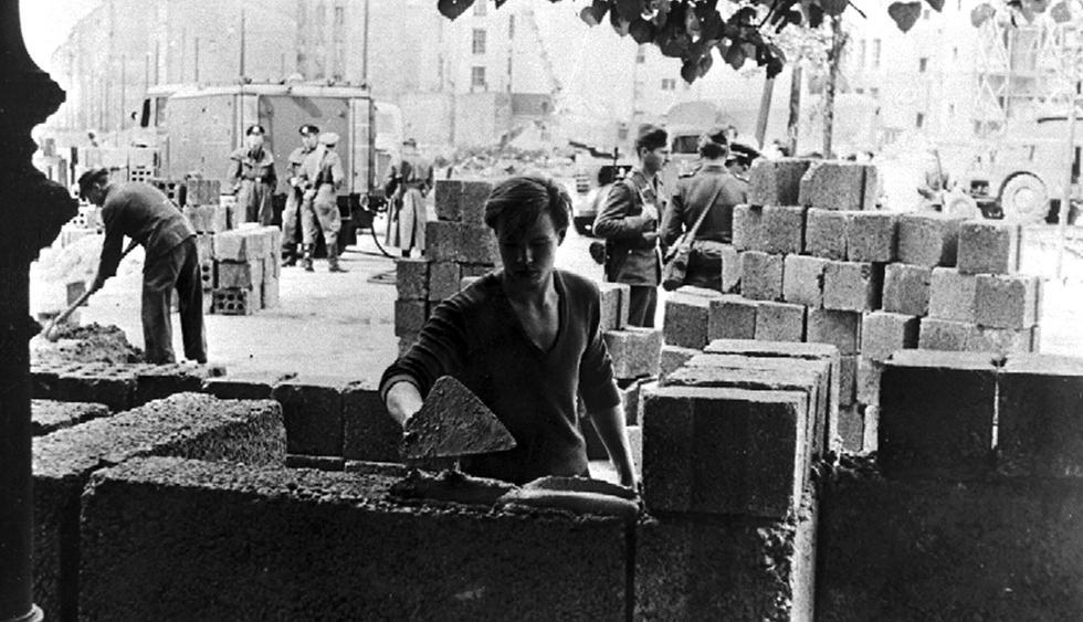 El muro de Berlín inicio su construcción un 13 de agosto de 1961. (Foto: AP)