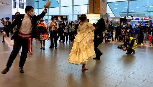 La presentación de danzas, como la marinera o el huaylas, es una tradición con la que el principal terminal aéreo del país celebra las Fiestas Patrias. (Foto: Captura de video de LAP)