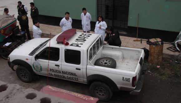Avezados. Delincuentes asaltaron y esposaron a los efectivos dentro de un patrullero policial. (Shirley Ávila)