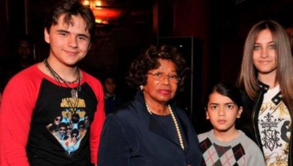 Hijos y la madre del artista. (Difusión)