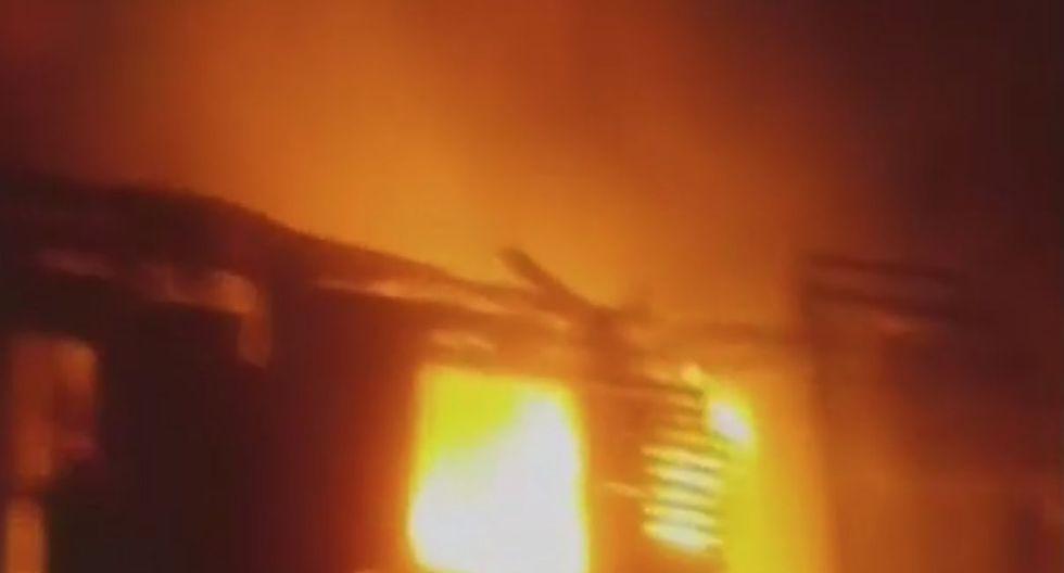 Incendio se reportó a las 3:11 de la mañana en el predio de la comuna chalaca (Captura: Canal N)