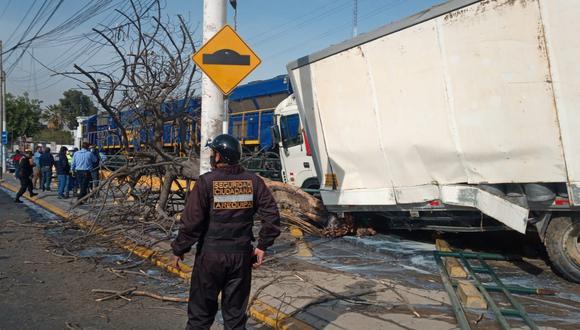 Arequipa: Camión impacta contra tren y una trabajadora de limpieza acaba herida (Foto: Municipalidad de Arequipa)