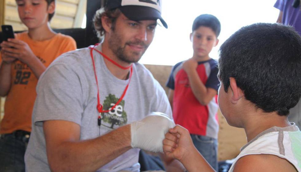 Paul Walker, quien falleció en un accidente de tránsito, compartió una vida dividida entre la ayuda humanitaria y la actuación. (Reach Out World Wide)