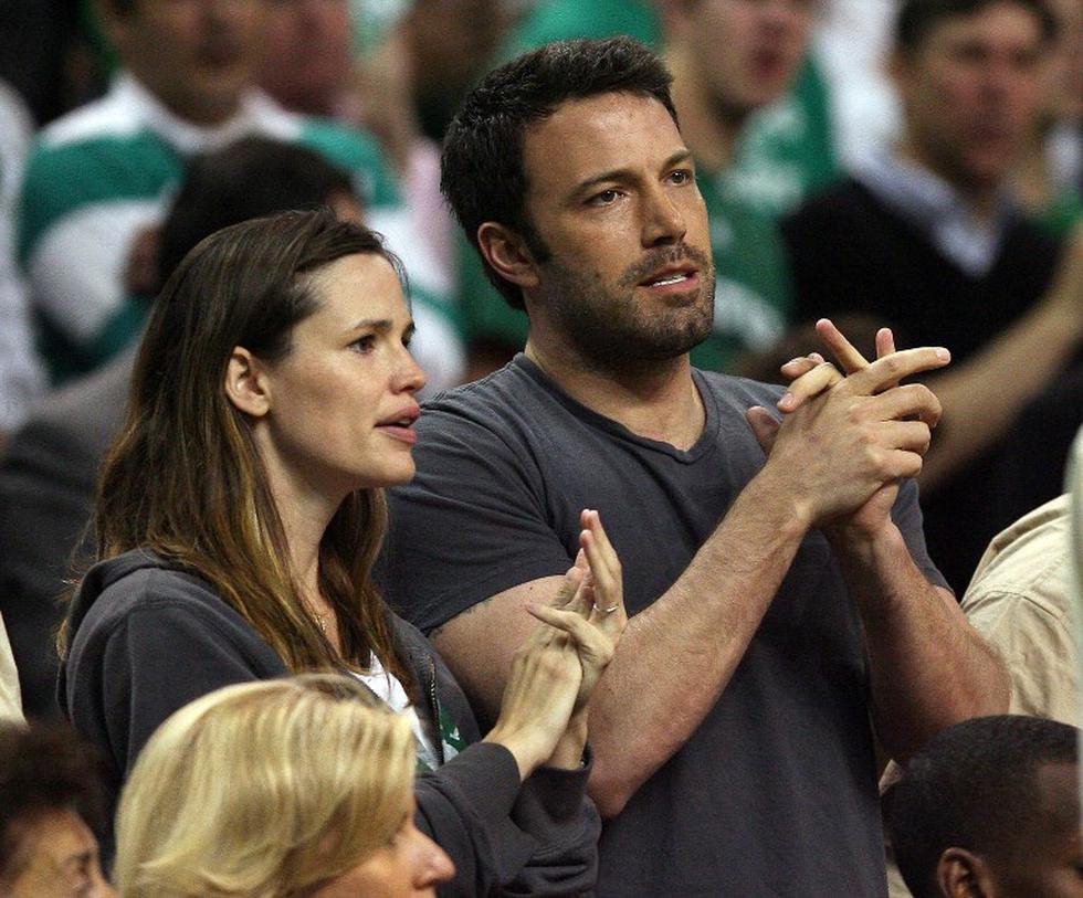 Ben Affleck y Jennifer Garner fueron vistos juntos saliendo de una iglesia en Los Ángeles. (Foto: AFP)