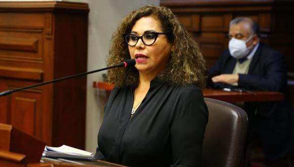 María Teresa Cabrera, congresista de Podemos, sufrió el robo de su laptop de su oficina en el Palacio Legislativo. (@photogec)