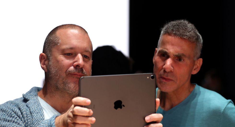 Jony Ive (izquierda) no se desvinculará completamente de Apple, empresa por la que ha trabajado casi tres décadas. (Foto: AFP)