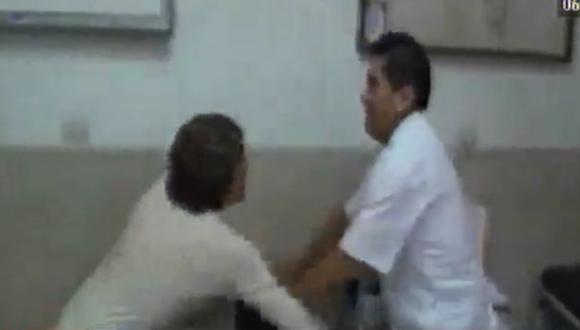 Chosica: Agreden a médico denunciado por haber tocado indebidamente a joven de 20 años. (América)