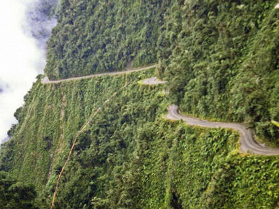 La Carretera en Yungas, Bolivia. (Internet)