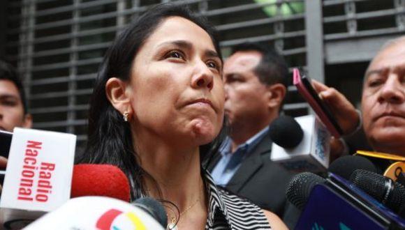 La ex primera dama Nadine Heredia entregó su celular a la fiscalía durante el allanamiento. (Foto: GEC)