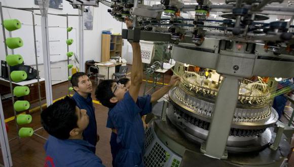 BIEN PAGADOS. Técnicos llegan a ganar hasta S/.25 mil, dice Senati. (Perú21)