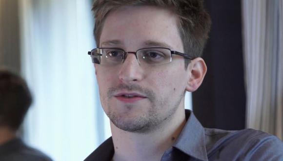 Edward Snowden propone ayudar a Brasil a cambio de asilo. (AP)